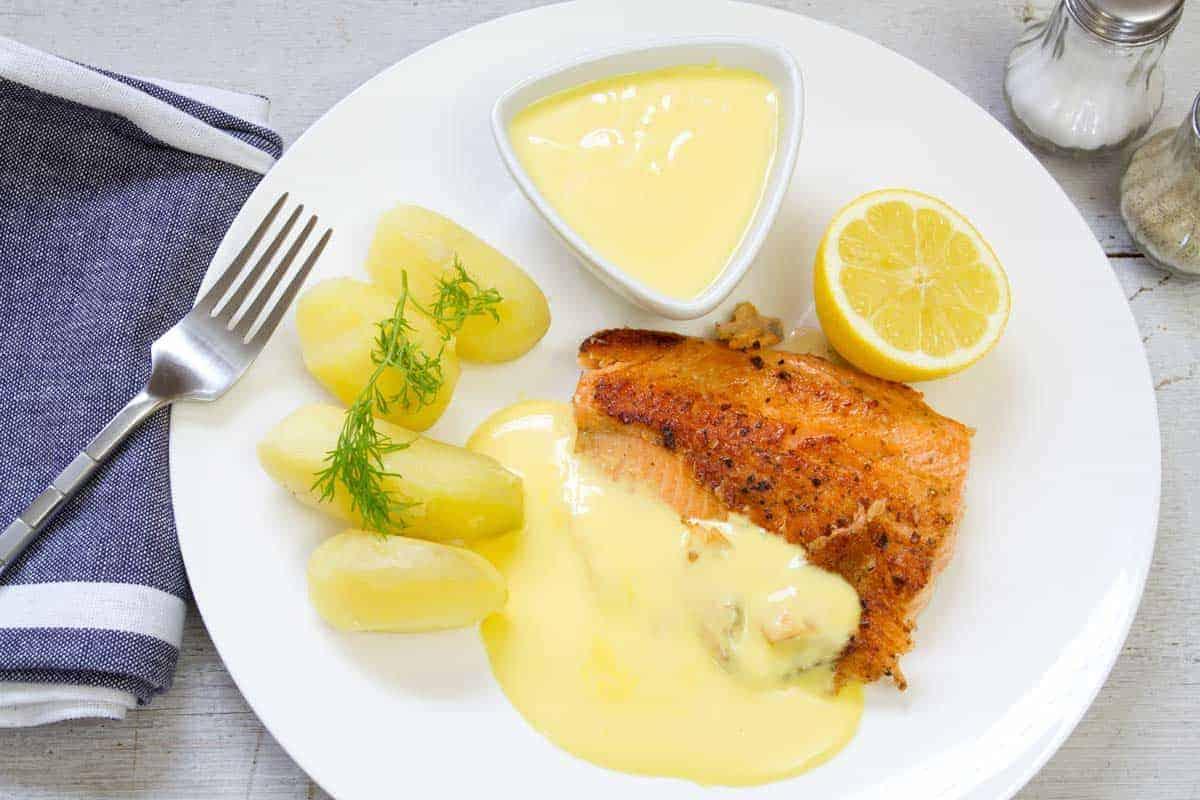 Salmon with Hollandaise sauce