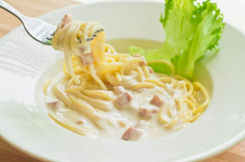 carbonara sauce with cream